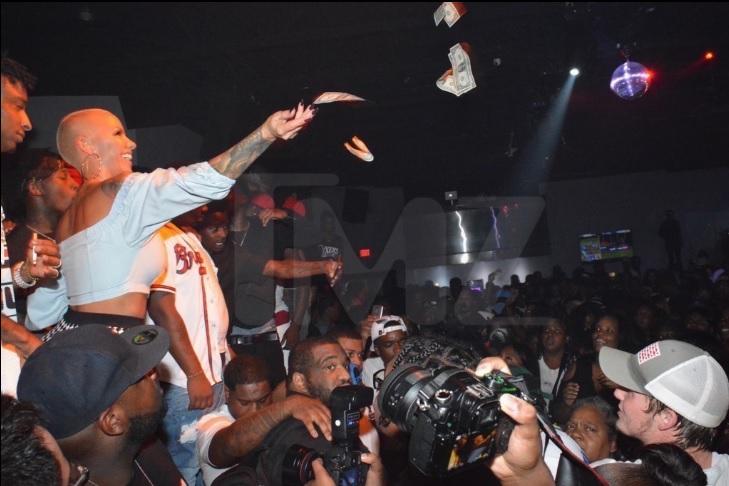 Amber Rose et 21 Savage jettent 22 000 dollars lors d'une soirée !