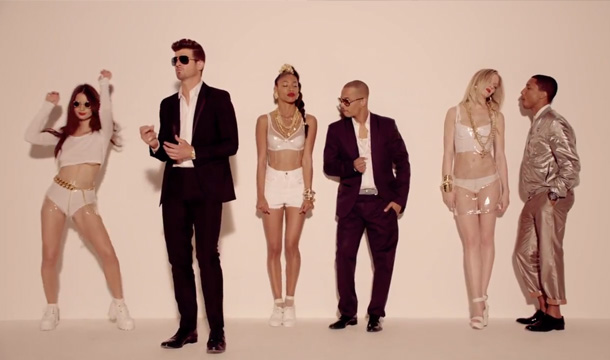 Robin Thicke ft T.I. & Pharrell - Blurred Lines (Official Video)