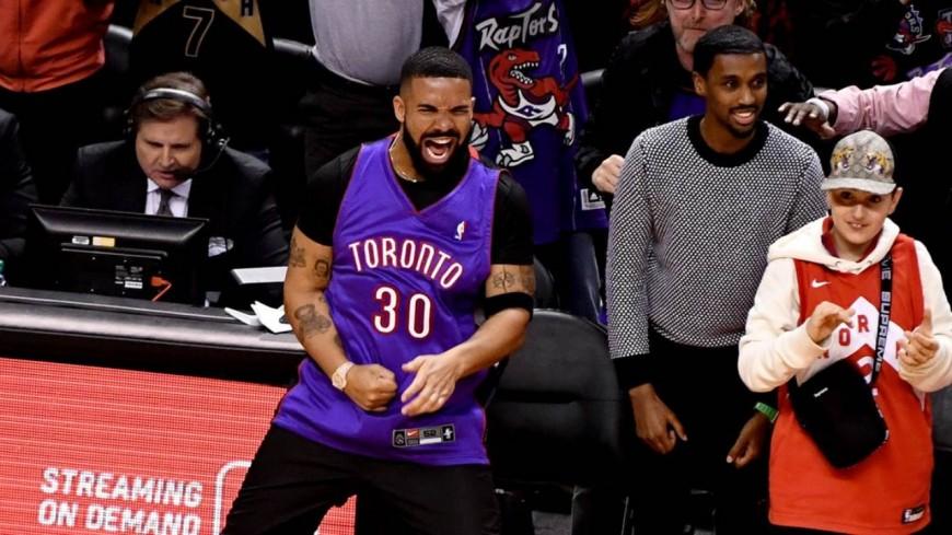 Drake n'est plus maudit et annonce deux morceaux en l'honneur du titre de champions NBA des Toronto Raptors !