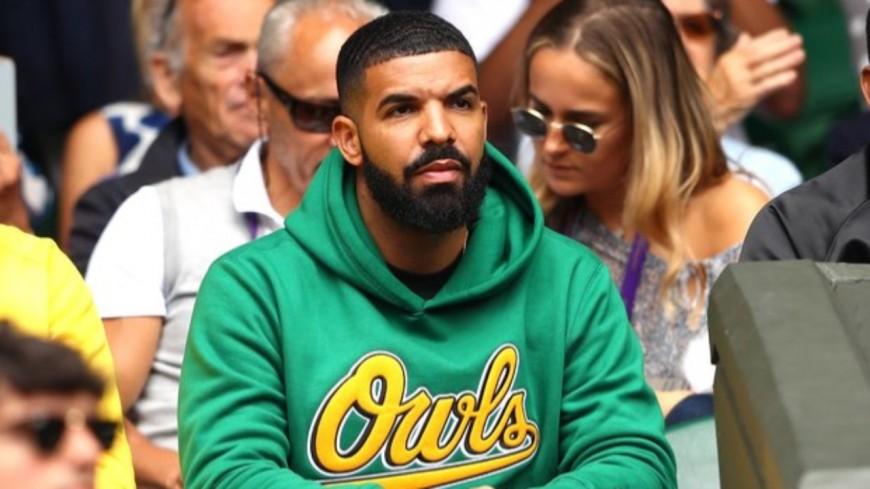 Drake construit un terrain de basket chez lui !