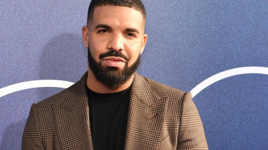 """Drake numéro 1 avec """"Care Package"""" !"""