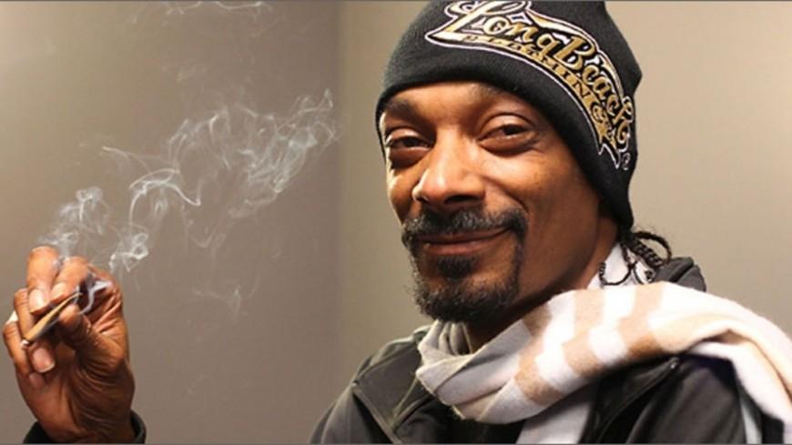 Snoop Dogg a son rouleur de joints perso !