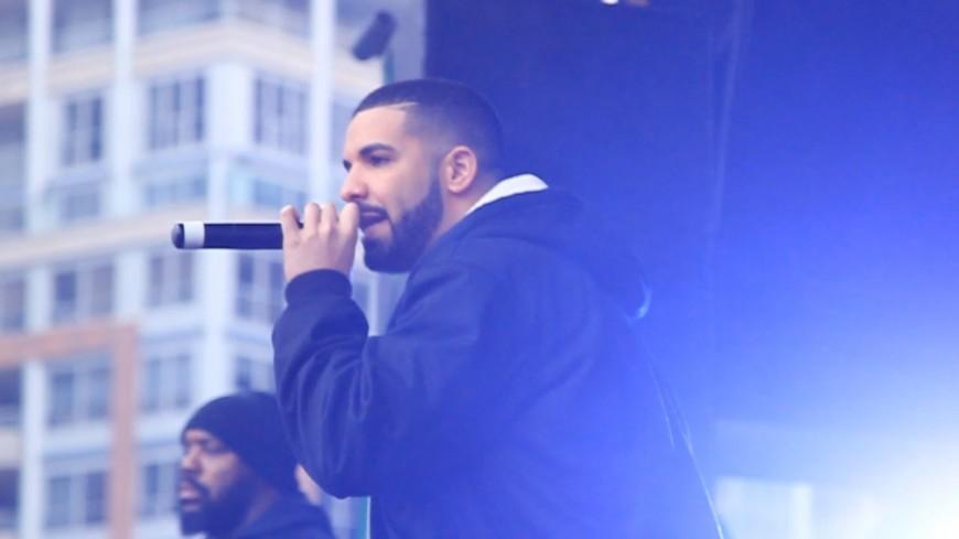 Drake annonce des feats avec Playboi Carti et  Fivio Foreign