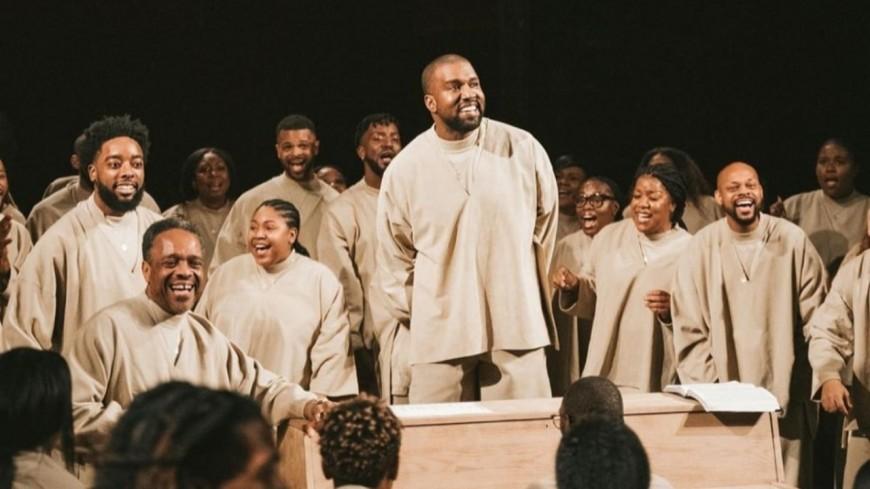 Kanye West poursuivi par 1000 membres des Sunday Services