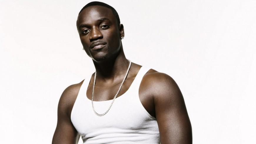 Akon s'est fait voler sa voiture à cent milles dollars !