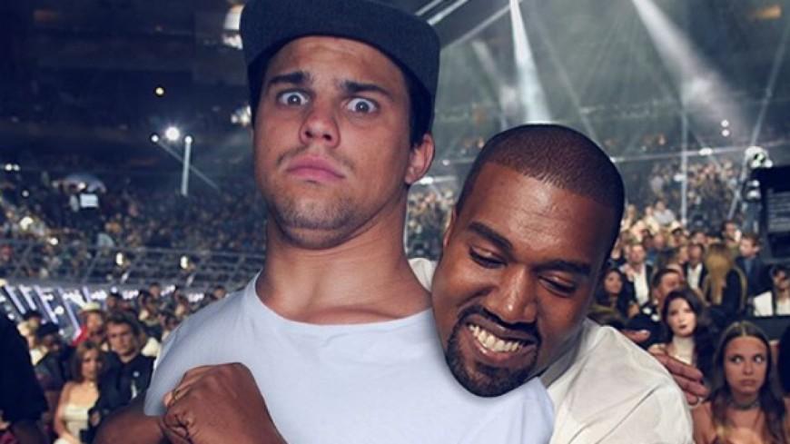 Qui est cet homme aux côtés des stars du Hip Hop ?