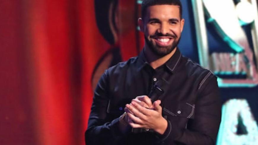Drake agit pour la lutte contre le sida