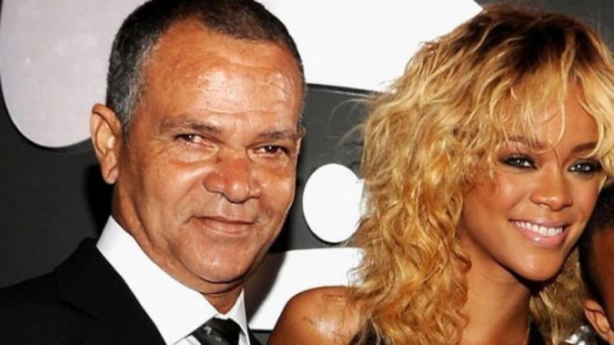 Rihanna attaque son père en justice, Ronald Fenty !