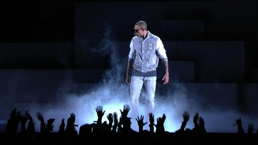 Un rappeur retourne le concert de Chris Brown !