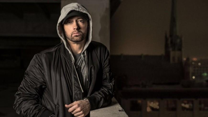Eminem et ''Revival'' dégringolent dans les charts !