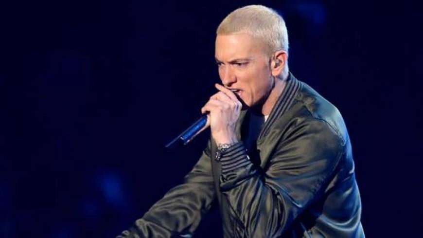 Eminem dévoile un nouvel album par surprise!