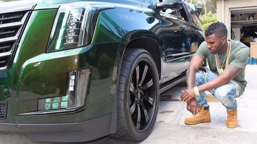 Jason Derulo détruit une limousine à coups de flûtes de champagne !