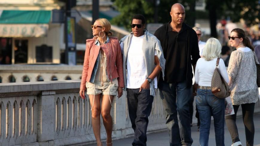Jay Z prend contrôle d'un centre commercial parisien !