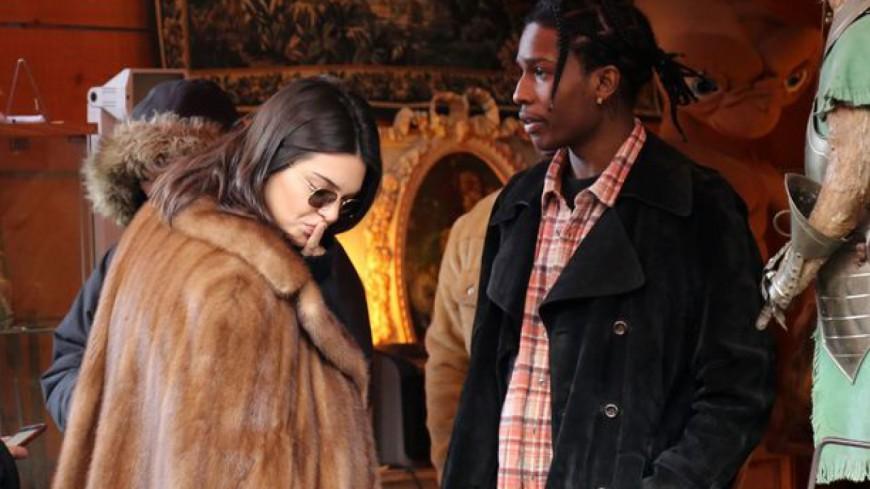Kendall Jenner et A$AP Rocky aux puces de Saint-Ouen !