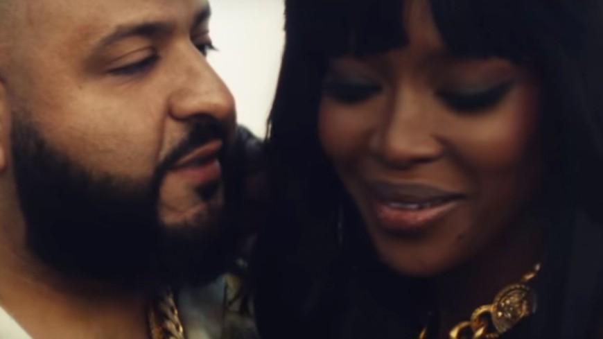 DJ Khaled embrasse Naomi Campbell pour une pub !