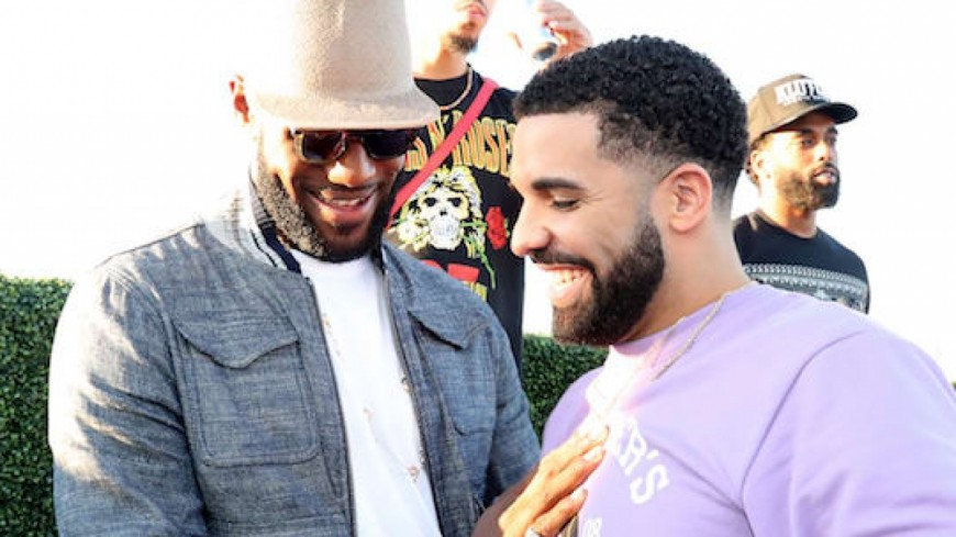 LeBron James  rejoint Drake et Travis Scott on stage !