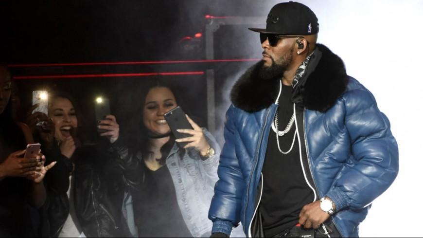 """R. Kelly fait d'une fille de 14 ans son """"animal de compagnie"""" !"""