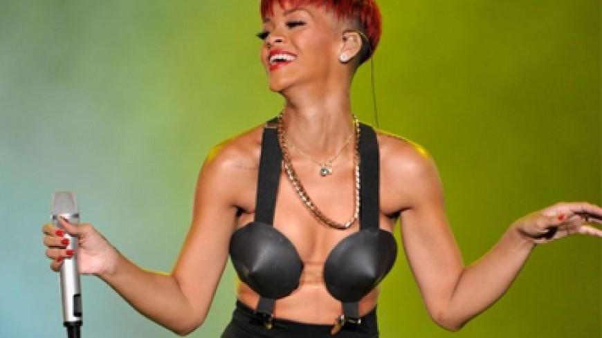 La tenue ridicule de Rihanna à Coachella !