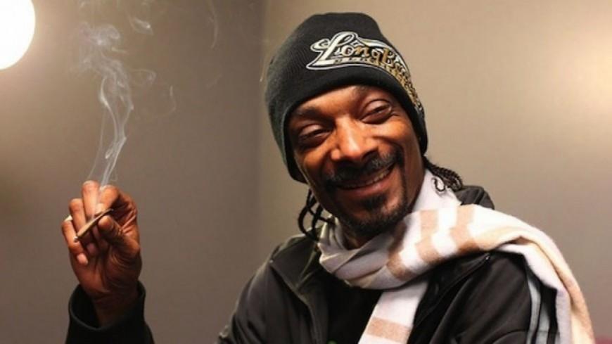 Quand Snoop Dogg aide un conducteur échoué sur l'autoroute !