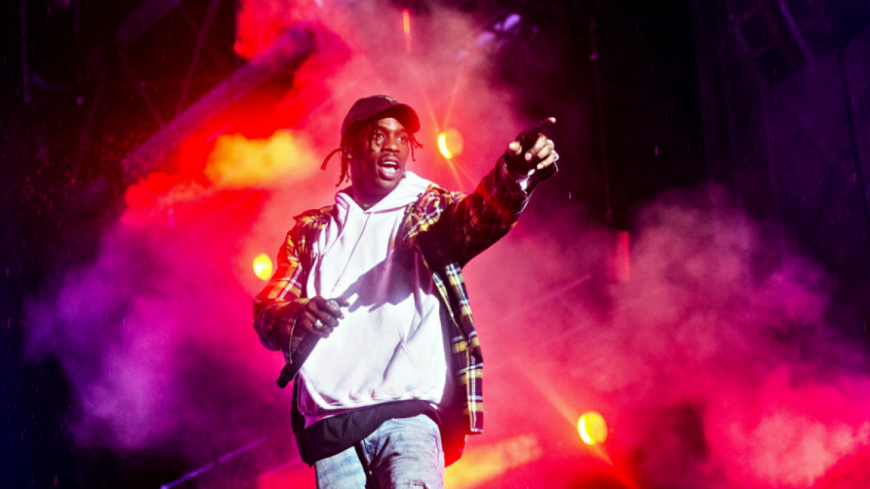 Travis Scott termine son concert en beauté !