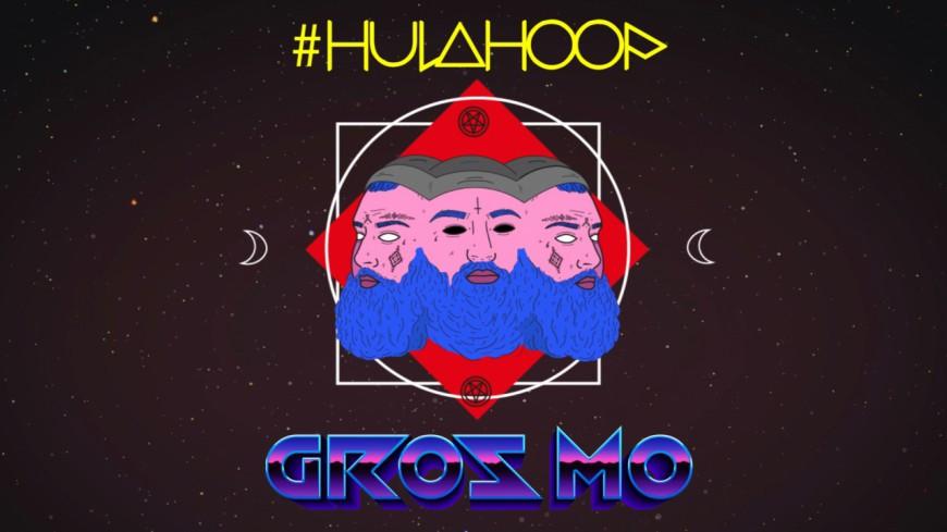 Gros Mo veut qu'elle lui fasse du ''Hulahoop''
