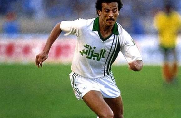 Belloumi : La sélection d'Algérie actuelle joue pour l'argent.