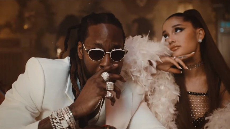 La sensuelle collaboration entre 2 Chainz et Ariana Grande baptisée Rule The World !