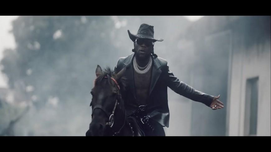 """Burna Boy dévoile le clip de """" Another Story"""" dédié au Nigéria"""