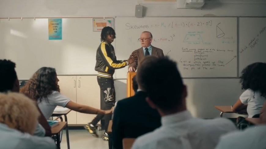 """Polo G retourne l'école dans """"Go Stupid"""" !"""