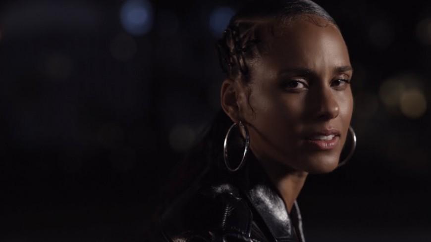 """Alicia Keys en douceur pour """"Perfect Way To Die"""""""