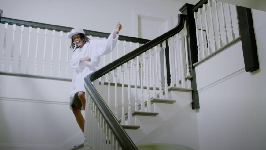 "YBN Nahmir se réveille en douceur dans ""Wake Up"""
