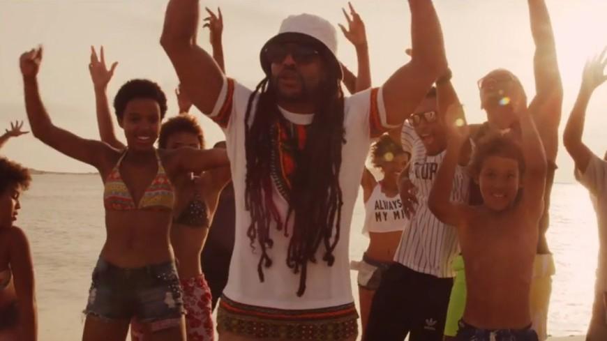 Blacko au soleil et en sourires dans le clip ''No Stress'' !