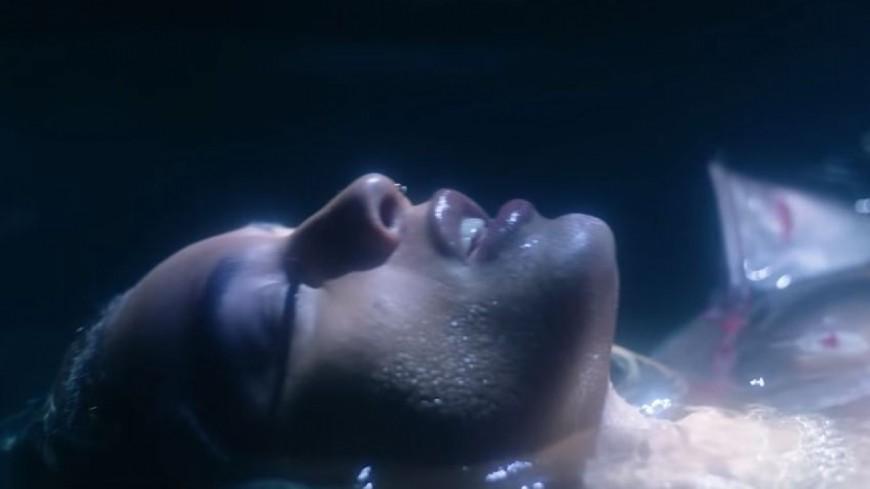 DaniLeigh balance le visuel aquatique du morceau ''Blue Chips'' !