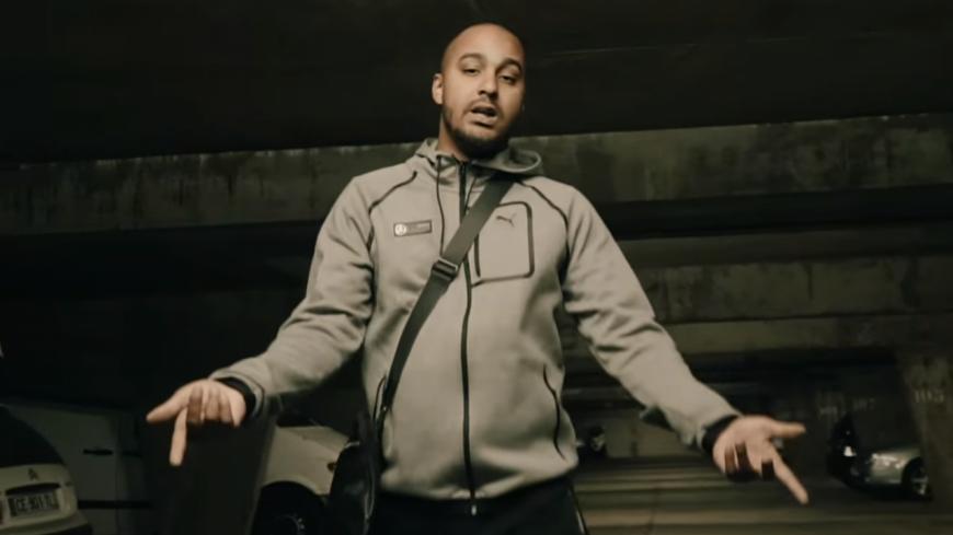 Comar revient en force dans son clip '' Le Chouf '' !
