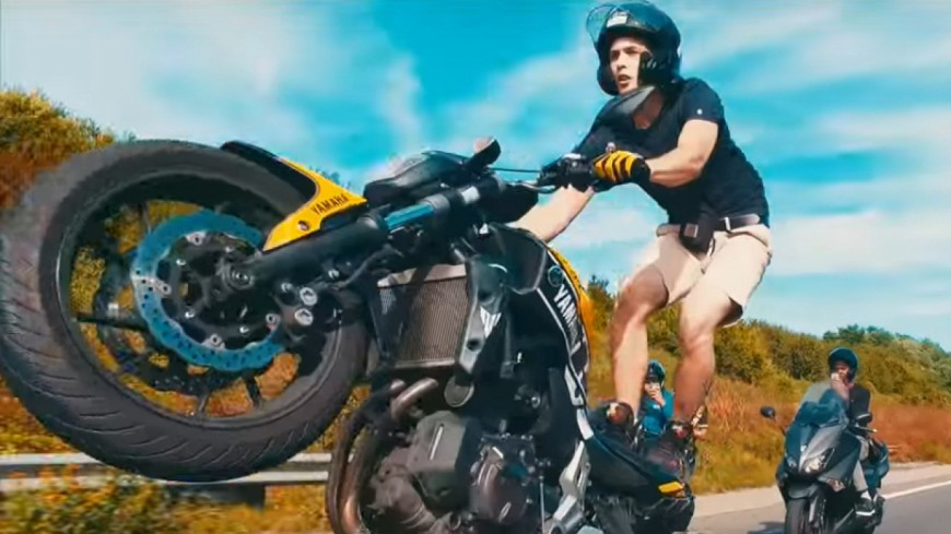 Comar et son ''Yamaha'' : l'hymne des riders tape le million !