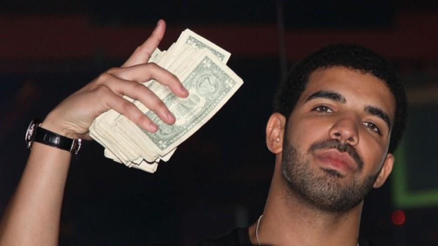 Drake offre 10000 dollars à deux employées de McDonald's!