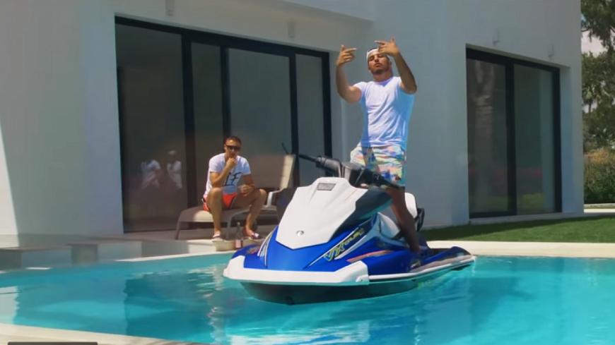 Hornet la Frappe dévoile le clip estival de ''Taga'' !