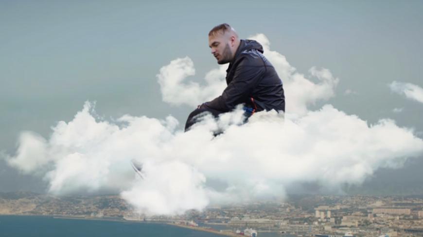 Jul a définitivement ''La tête dans les nuages'' !
