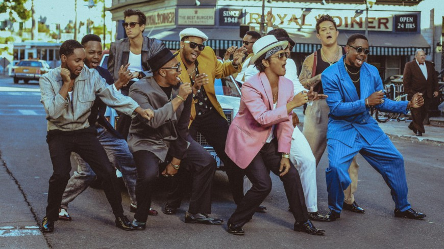 Mark Ronson ft Bruno Mars - Uptown Funk (Official Video)
