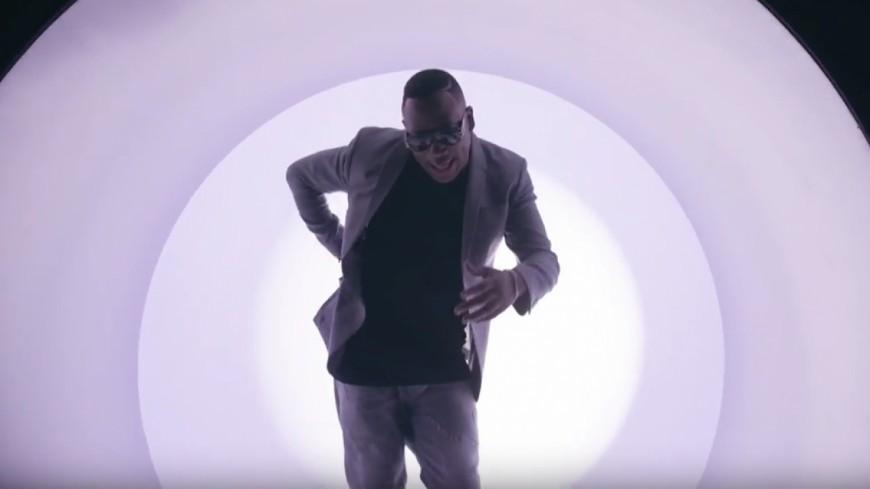 Mokobé invite Omar Sy, MHD & Mac Tyer dans le clip ''J'ai Trop Dansé'' !