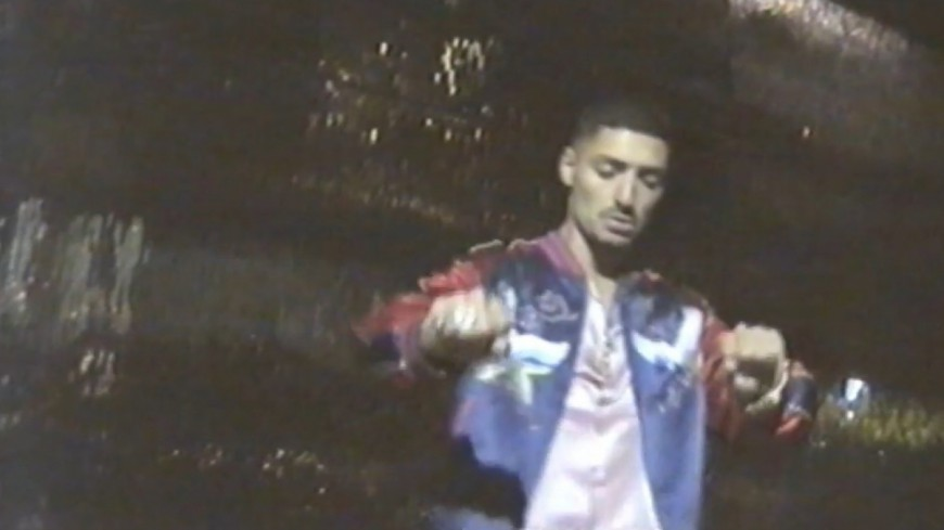 Sneazzy rend hommage à 2Pac dans ''Amaru'' !