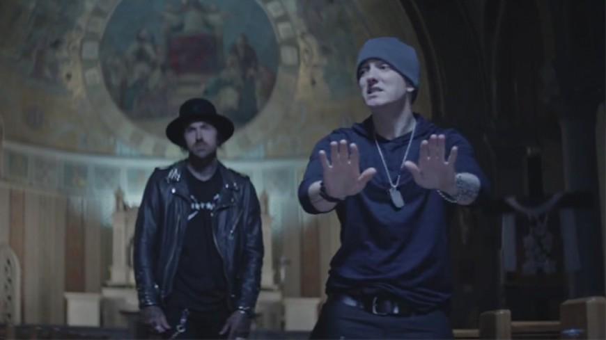 Yelawolf & Eminem à l'église pour le clip de ''Best Friend''