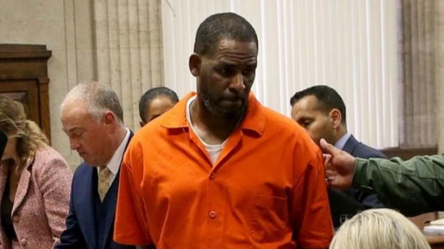 R. Kelly agressé par d'autres détenus !