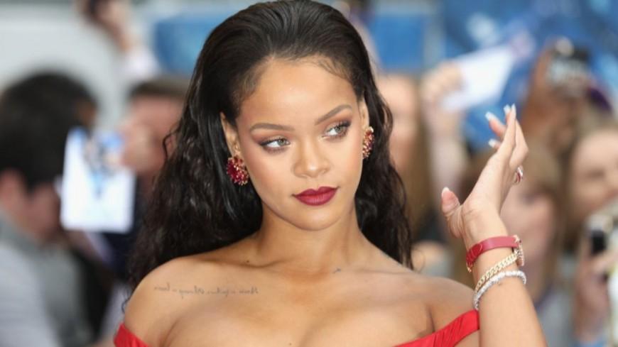 """Rihanna refuse la pression pour """"R9"""""""