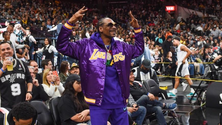 Snoop Dogg se tatoue pour fêter la victoire des Lakers !