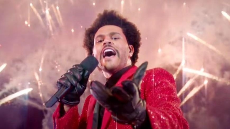 "The Weeknd prend la place de Drake avec ""Blinding lights"""