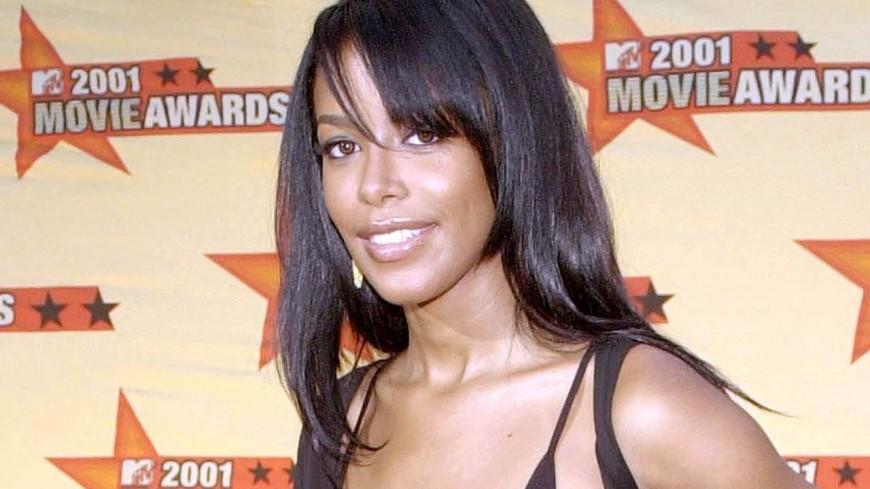 "Aaliyah obtient son meilleur classement au Billboard avec ""One In A Million"""