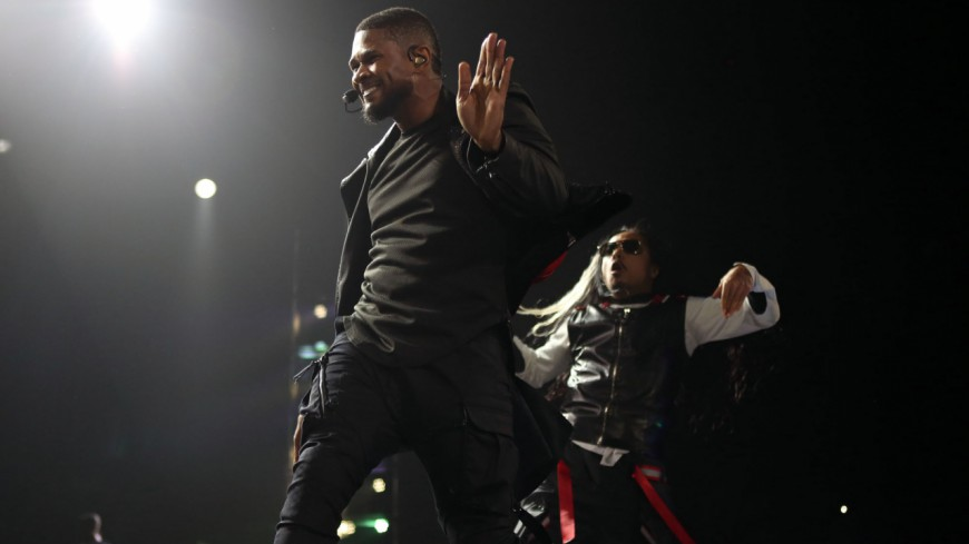 Usher donne des cours de danse en ligne !
