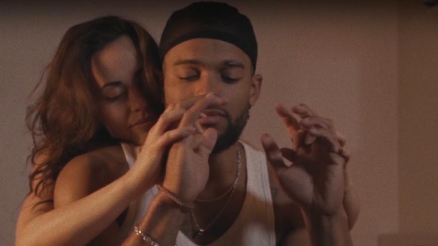 """A2H vous emmène en """"Weekend"""" en amoureux dans son nouveau clip"""