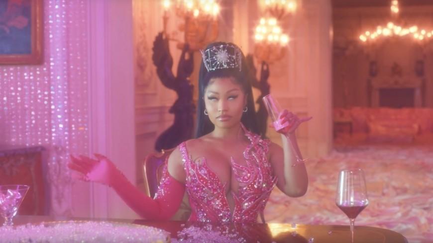 """Nicki Minaj et KAROL G vous font danser avec """"TUSA""""!"""